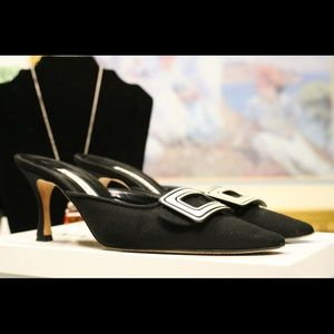 Manolo Blahnik Mayflower, Size 5.5 B